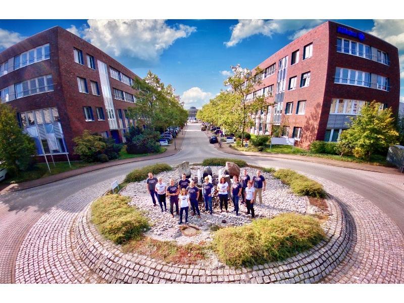 Unser Team vor der Geschäftsstelle Potsdam