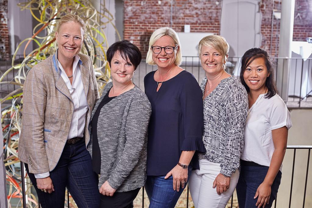 Allianz Geschäftsstelle Münster Christine Maas-Koschig, Melanie Bake, Sabine Hessenkämper, Sabine Reckersdrees, Hien Schröder (v.l.n.r.)