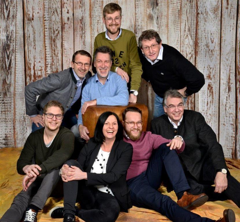 Spezialisten für Sach- und Firmengeschäft und Vertreterbereichsleiter Niedermeier