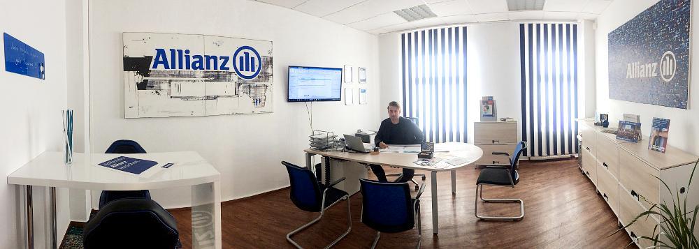 Jan Nennewitz in seiner Agentur in Nordhausen
