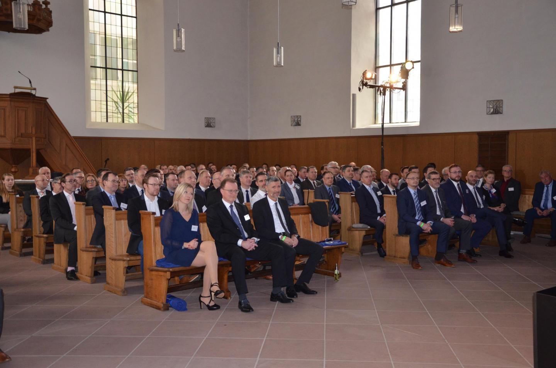 """Die """"Kleine Kirche"""" bot allen Kollegen genügend Platz"""
