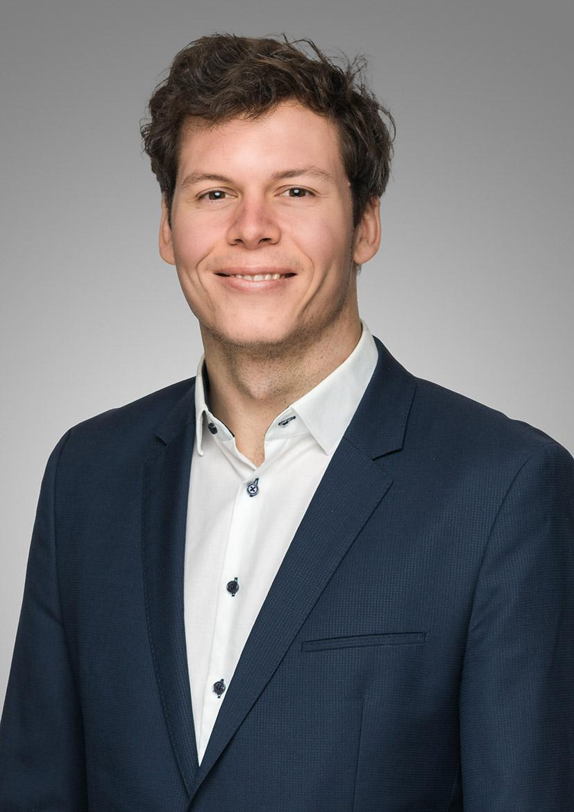 Maximilien Meyer im Business Outfit