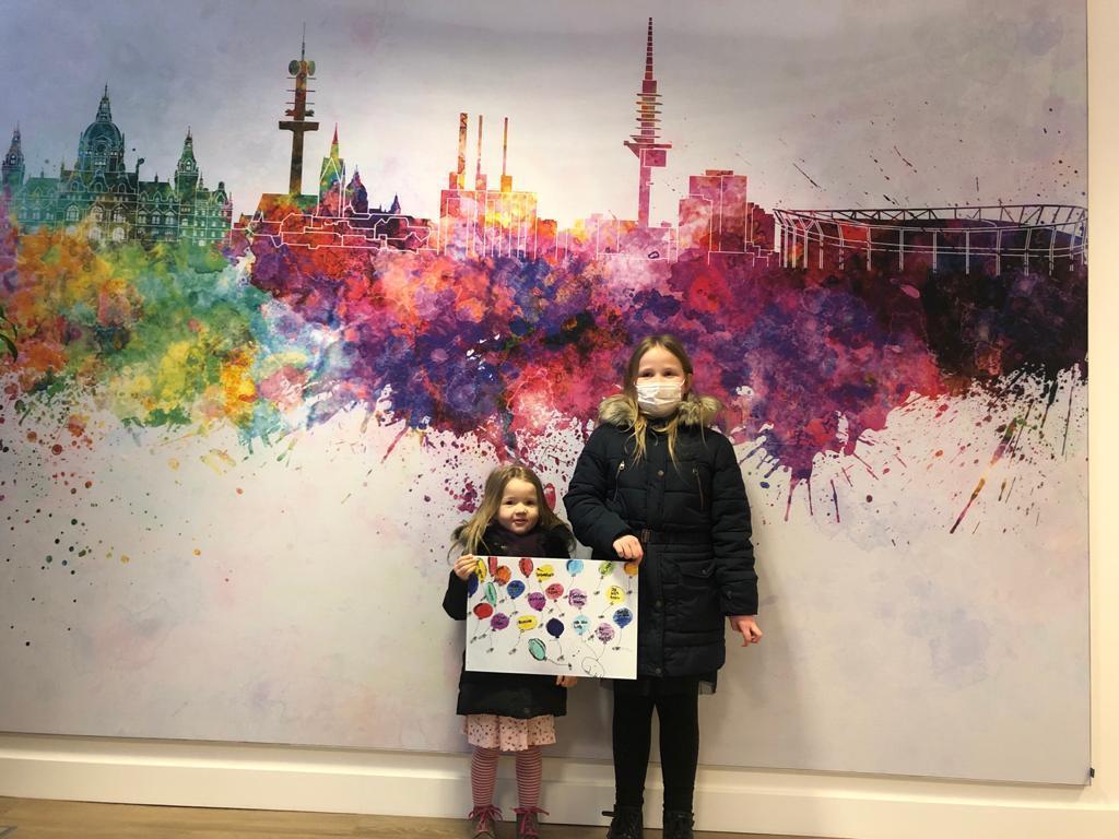 Hanna, Ilvy - die zusammen an einem Bild gemalt haben